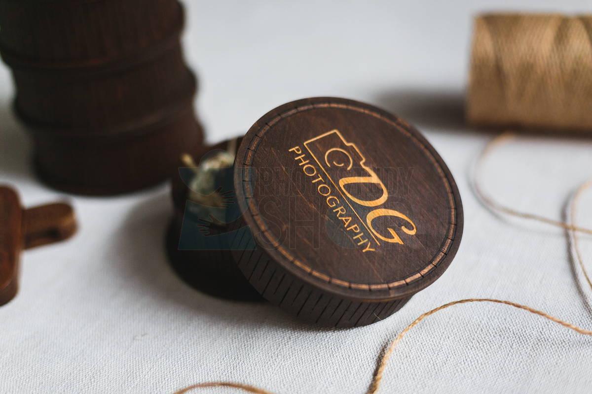 Круглая коробка для флешки с логотипом