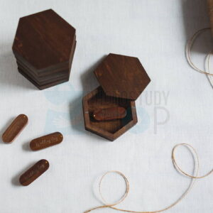 Шестиугольная коробка для флешки Сота