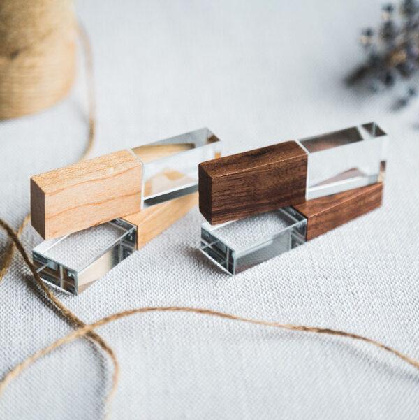 Стеклянная флешка с деревянным колпачком