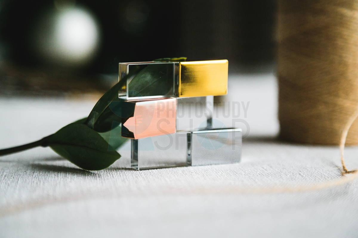 Стеклянная флешка с металическим колпачком