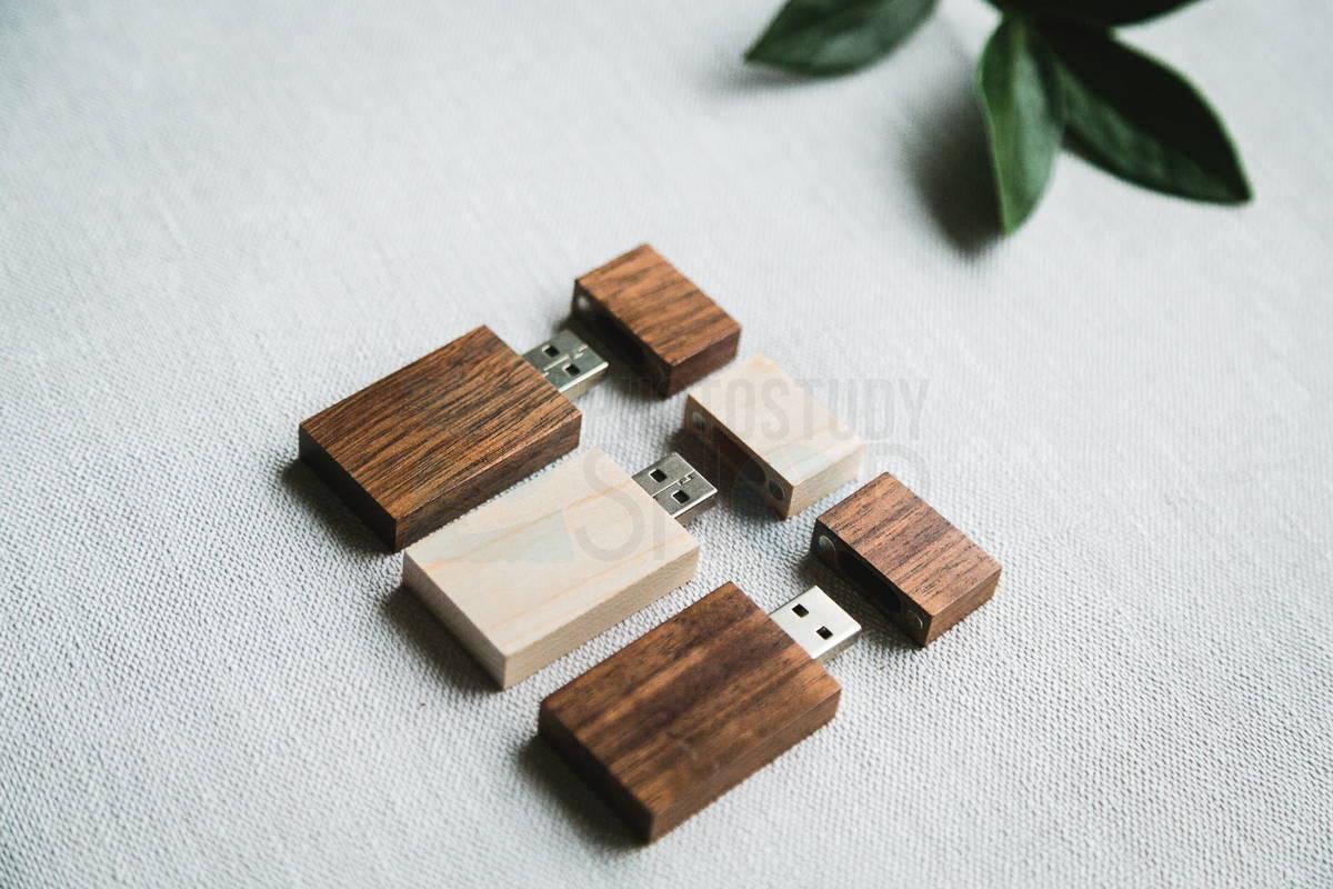 Прямоугольная деревянная флешка с колпачком