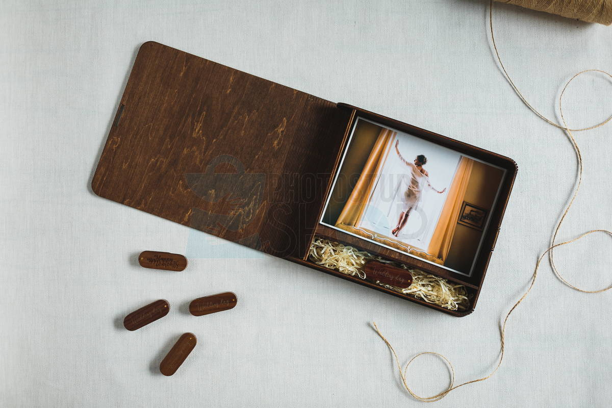 Коробочка для фото и флешки с логотипом Elipse