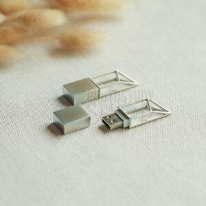 Серебрянная флешка Modern