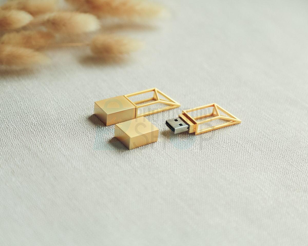 Золотая флешка Modern