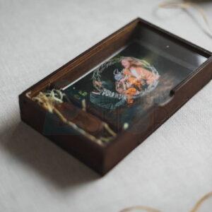 Деревянная коробка для фото с откидной стеклянной крышкой